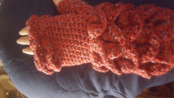 Crochet-crocodile-hand-warmers-jpg